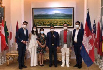 """<span>#เดย์ไทม์นิวส์ออนไลน์  นครปฐม – ดร.ซก กรัดทะยา (H.E.Dr.Sok Sokrethya) ที่ปรึกษาส่วนตัว """"สมเด็จอัครมหาเสนาบดีเดโชฮุนเซน"""" เยี่ยมชมผลิตภัณฑ์ บจก.ไอเรียลพลัส(ประเทศไทย) ที่ จ.นครปฐม</span>"""